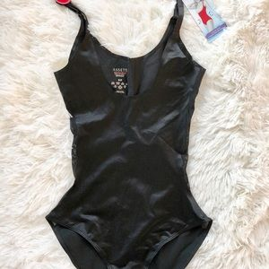 NWT SPANX LUXE & LEAN SCALLOPED OPEN BUST Bodysuit